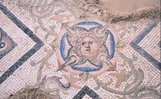 Mosaico policromo pertinente ad una domus romana (I – III secolo d.C.)